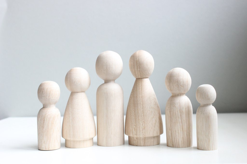 Wood Blank Family Peg People (6 dolls)
